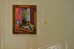 Bilder einer Ausstellung (dcs 0104) Tags: folkwangmuseum essen folkwangmuseumessen kunst bild menschen kunstbetrachter betrachter gestaltung komposition goldenerschnitt nikon d800 nikkor 85 mm 18 g nikkor85mm reflektion reflektionen lichtspiel jalousie struktur strukturen