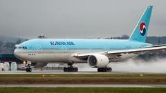 HL7765 - Korean Air - Boeing 777-2B5/ER (bcavpics) Tags: hl7765 koreanair kal boeing 777 772er aviation aircraft airliner airplane plane yvr vancouver britishcolumbia canada bcpics
