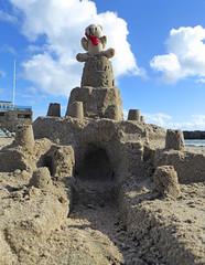 5Fri DT&Dee Sand Castle7 (g crawford) Tags: penzance cornwall marazion stmichaelsmount crawford sandbeach sandcastle dangerted ted teddy teddies dt dee bucket spade