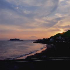 21760007 (redefined0307) Tags: zenzabronicas2 bronicas2 fujichrome provia400x mediumformat landscape enoshima mtfuji japan kanagawa sunset