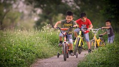 (brave22222) Tags: a7 135mmf18za child boy kid bicycle kaohsiung