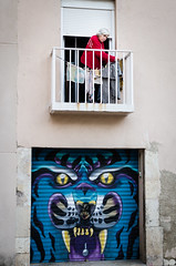 Eye of the tiger (Luis Alvarez Marra) Tags: color reus catalonia spain nikon d7000 35mm prime decisive moment candid street streettog tog collecting soul tiger graffiti