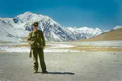 Karakoram Hwy, Sept 1986.    Border security (johnjackson808) Tags: china fujifilmxt1 karakoramhighway khunjerabpass nikonfm2 pakistan silkroad xinjianguyghurautonomousregion bayonet mountains people rifle soldier streetphotography