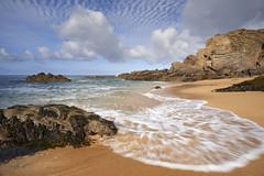 Plage des Sables Rouis #2 ~ Île d'Yeu [ Vendée ~ France ] (emvri85) Tags: seascape beach zeiss sand rocks sable plage rochers algues île vendée yeu iledyeu wildcoast dyeu côtesauvage leefilters d800e lessablesrouis