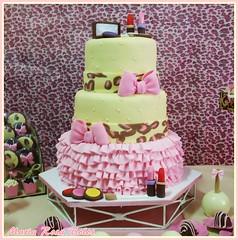 Bolo de oncinha delicada (Maria Rosa Bolos) Tags: rosa creme infantil e bolo oncinha