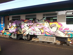 Immagine 089 (en-ri) Tags: train writing torino one graffiti rosa tier marrone gocce