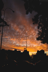 Atardecer en Santiago (Fabiolina) Tags: sunset cloud clouds atardecer nubes nube santiagochile fabiolina fabiolinafotografiacl simnnubescalle