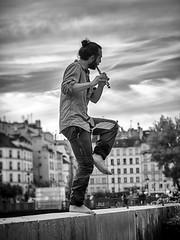 Le flûtiste * Paris (sistereden2) Tags: olympus nb f18 zuiko 45mm omd em5