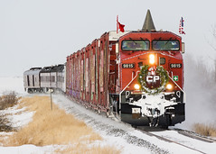 CP Holiday Train @ Blackie, AB (Mathieu Tremblay) Tags: winter holiday snow canada electric train pacific general hiver canadian alberta neige cp ge blackie canadien subdivision pacifique ftes 9815 ac4400cw aldersyde