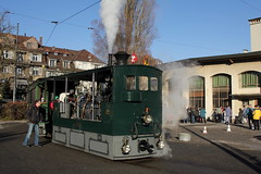Dampftram - Dampflok G 3/3 Nr. 12 ( Baujahr 1894 => Hersteller SLM Nr. 863 ) unterwegs in der Stadt Bern im Kanton Bern der Schweiz (chrchr_75) Tags: chriguhurnibluemailch christoph hurni schweiz suisse switzerland svizzera suissa swiss dampftram tram dampflok dampflokomotive nr 12 baujahr 1894 chrchr chrchr75 chrigu chriguhurni 1312 dezember 2013 hurni131215 kantonbern stadtbern strassenbahn bernmobil svb sporvogn raitiovaunu sporvagn トラム trikk bonde tranvía albumtramvonbernmobil dezember2013 dampfmaschine locomotora vapor паровоз vapeur steam vapore 蒸気機関車 stoomlocomotief albumdampflokomotiveninderschweiz bern