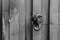 Gota haciendo Puerting   ///   Door Jumping Drop (Walimai.photo) Tags: door bw white black byn blanco de los puerta nikon san negro s drop explore gota gallegos 18105 felices d7000
