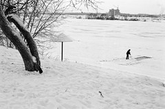 dubna, february 20014 (maFATALE by manutara) Tags: blackandwhite sun snow river outside frost russia sunny 400 outback asa ilfordxp2 ilford volga 320 nikonf4 dubna nikkor5018d nikonsb22 nikon8518afd dubnamoscow