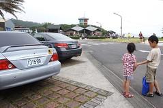 DSC01059 (小賴賴的相簿) Tags: ocean summer beach kids children sony taiwan 台灣 家庭 小孩 夏天 親子 玩水 孩子 游泳 淺水灣 海灘 兒童 a55 slta55v anlong77 小賴賴