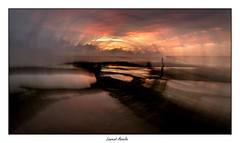 Le photographe guette la lumire (Laurent Asselin) Tags: photographe sunrise leverdesoleil soleil lumire ocan mer cte rivage effet paysage guyane kourou