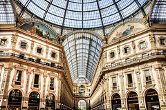 (laysf) Tags: galleriavittorioemanueleii milan italy luxury prada louisvuitton