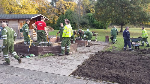 Wrexham - Scottish Power Volunteers at Leonard Cheshire Dolywern Centre - Sensory, Herb and Vegetable Garden - Dolywern, Pontfadog - 31-10-16
