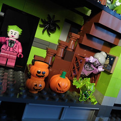 13-Modular Monster House MOC Halloween Edition front door_03 (fuggoo) Tags: zombie zombies legozombie lego moc modular monster monsters house halloween pumpkin marilyn monroe elvis presley joker ghost ghosts ghostbusters