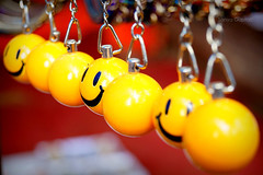 Smileys (sanyagupta09) Tags: smile smiley photooftheday photography photographylove photographyislifee keychains chains niceshot new art street streetphotography streetlife streetsofindia crafts