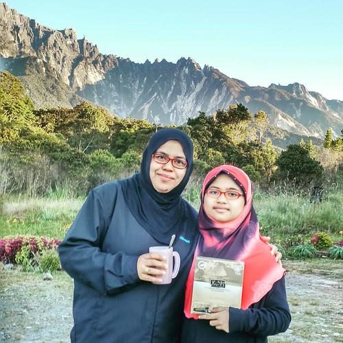 Tempoh hari Menggamit Kenangan  Berlatarbelakangkan Mount Kinabalu Kita sarapan pagi #kopipakbelalang  #kopipakbelalangofficial  Walaupun setup Hingga ke tulang namun badan Terasa bertenaga