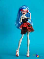 Ghoulia (PurpleandOrangeMH) Tags: monster high doll reroot frankie draculaura cleo clawdeen spectra lagoona operetta rochelle venus orange purple punta arenas chile dolls custom jackson clwd hotl hit sirena nefera ooak repinted hair pink black moucedes peri pearl we welcome