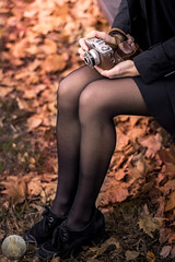 A fall with Manon - Gambette (ARI.Photographie) Tags: girl legs beauty photography photoshoot frenchphotographer vintage oldies fall autumn weather pinup classe bcbg pretty preppy brunette