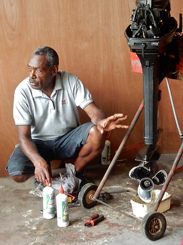 vanuatu espiritusanto workshop video smallenginemaintenance outboardmotor raule