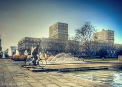 En face de l'hôtel de ville (Philémon Shivar) Tags: hoteldeville lehavre normandie fontaine vintage france french