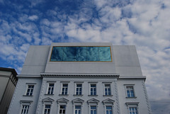 der goldene Rahmen. (eliadylan) Tags: sky spiegel himmel bregenz architektur rahmen