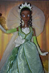 Tiana Limited Edition Doll 2698 / 5000 (MissLilieDolly) Tags: daddy james louis la big doll ray princess charlotte mama disney frog collection le tiana 5000 odie dolly miss limited edition et lilie grenouille princesse the naveen docteur 2698 limite facilier eurdora missliliedolly