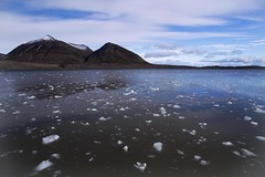 Scattered Ice (Jean Ka) Tags: sea mer mountains cold ice montagne landscape photography photo foto north norden svalbard arctic berge fjord paysage kalt eis froid spitsbergen glace spitzbergen spitzberg treibeis grandnord