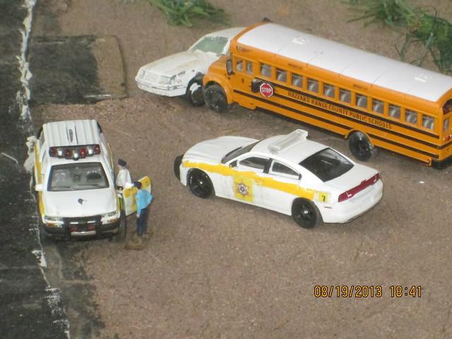 toy model international sheriff schoolbus dioramas dodgecharger diecast hoscale 164scale diecastdioramas hoscalefigures 2000chevroletsuburban