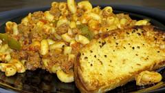 American chop suey and garlic bread (Coyoty) Tags: food college turkey cafe connecticut ct pasta onions peppers chopsuey macaroni farmington goulash marinara cornercafe tunxiscommunitycollege
