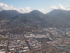 Honolulu aerial view (El Trinidad) Tags: travel usa mountains clouds buildings airplane landscape island hawaii oahu aerialview bluesky olympus aerial transportation honolulu windowseat ep3 eltrinidad olympusep3