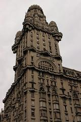 ciudad vieja y plaza Independencia (Homayra Oyarce G.) Tags: montevideo sudamrica ciudadviajedemontevideo