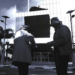 Avenida Larco. Monochrome Photography Streetphotography VSCO Lima Per Black & White Two People at Paradero Larcomar (MrRenHoeck) Tags: monochromephotography streetphotography vsco limaper blackwhite twopeople