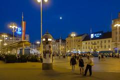 Zagreb - Trg Bana Josipa Jelaia (Aelo de la Krotsche) Tags: trgbanajosipajelaia hrvatska croatia croatie zagreb zagrebbynight zagrebdenoche zagrebdenuit noche nuit night nacht