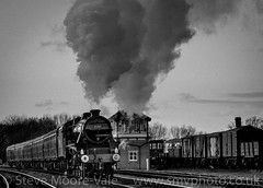 Black Five 45305 steaming into Swithland Sidings near Loughborough (Steve Moore-Vale) Tags: black five train steam blackwhite bw nostalgia period sidings loughborough swithland tracks railway preserved gcr great central