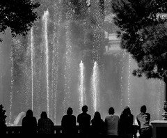 Bellagio (Robert Borden) Tags: bw blackwhite people fountain bellagio lasvegas vegas thestrip nevada southwest northamerica canon