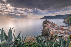 Vernazza before sunset (Etardo64) Tags: 5terre cinqueterre vernazza longexposure longexp