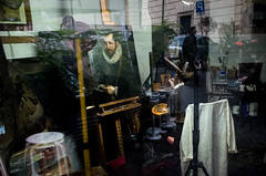 #19 Rome, 2016 (Antonio_Trogu) Tags: roma rome italia italy vetrina window shop negozio laboratorio laboratory lab restauro restoration renovation painting quadro icona icon streetandrepeat 19 streetphotography candid urban antoniotrogu ricohgr ricohgrii 2016