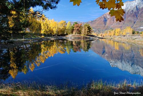 Reflets d'automne en Savoie.