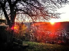 Rotes Leuchten (almresi1) Tags: bank sunset sonnenuntergang red tal aussicht baun tree rudersberg welzheimerwald schwäbischfränkischerwald abend