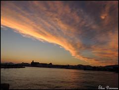 Les couleurs du ciel ! (lise Doisneau) Tags: sunset sea orange sun mer clouds port evening opera couleurs nubes nuages soir opra prova ilios sunnefa pireas pireus portokali pire skini iliovasilema colorations lyriki luric luriki