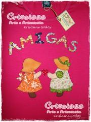 CAMISETA AMIGAS (CRICOISAS by Crislaine Godoy) Tags: handmade artesanato craft tshirt patchwork camiseta camisetas aplicação apliqué artesanatobrasileiro cricoisas artesanatocapixaba handmadefrombrazil