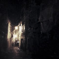 iphoneography (ΞSSΞ®®Ξ) Tags: street italy texture apple night square tivoli 4 lazio iphone snapseed ξssξ®®ξ