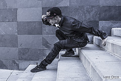 Style (Lara Orca Photographer) Tags: men hat shirt costume model style carlos tnzer dancer modelo suit hut chapeau estilo gorra hiphop gangsta traje hombre camisa anzug chemise hemd stil danseur dblock bailarn laraorca viskosa vision:mountain=0608 vision:outdoor=099 vision:snow=0805