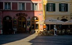 Small Square, Sibiu (otto_m1) Tags: sunshine restaurant cafe pizza shade romania transylvania sibiu smallsquare piatamica siebenburgen