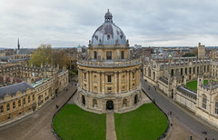Oxford's Radcliffe Square (chris.chabot) Tags: old england people building tower square ancient university library historic study oxford learning knowledge radcliffecamera radcliffe britan radcliffesquare vision:mountain=0525 vision:outdoor=0982 vision:sky=0541