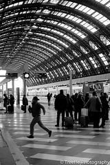 Rush (treeffe2000) Tags: street people milan station train central streetphotography run rush x100s
