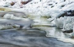Frisson (Sous l'Oeil de Sylvie) Tags: longexposure winter snow ice river eau frost december hiver qubec neige gel mouvement glace dcembre beauce fil longueexposition 2013 notredamedespins riviregilbert filroochers